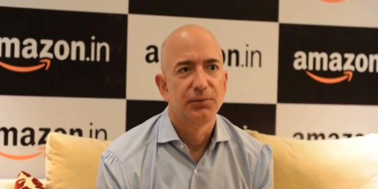 Amazon brevetta un bracciale per controllare i dipendenti: trattati come schiavi